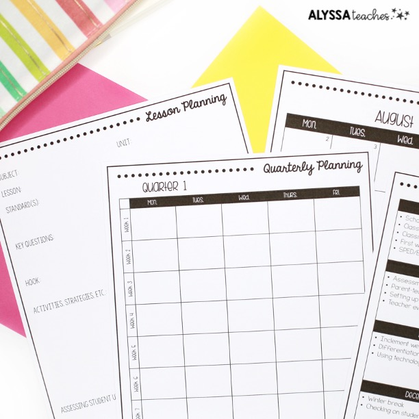 Checklists, calendars, planning templates and more can all go in your mentor teacher binder.